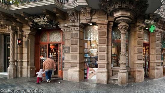 Farmàcia Bolos. Establecimiento emblemático de Barcelona