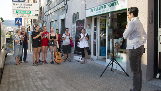 Opera performance in Horta neighbourhood (shops associated with the Cor d'Horta hub)