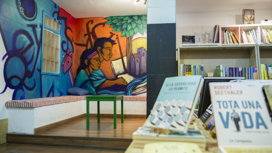 """Interior de la llibreria """"La Carbonera"""""""