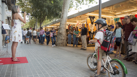 """Opera in the Shops"" (Òpera al comerç) performance in the Sant Antoni shopping hub"