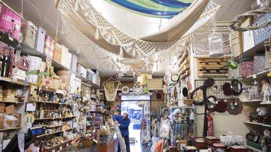 Espai principal de la botiga Cistelleria Siscart
