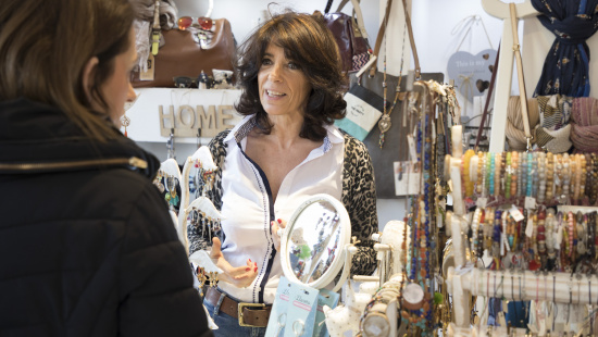 Es procura potenciar els valors de la proximitat, la tradició i el tracte familiar dels comerços de Barcelona