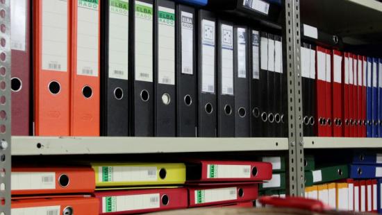 Els arxius i papers necessaris per obrir i mantenir un negoci a Barcelona, com ara tributs i altres impostos