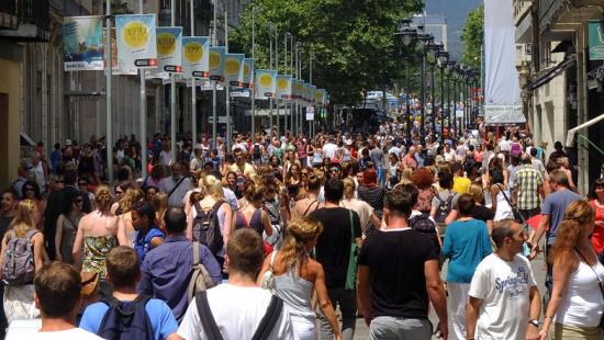 La gestión conjunta de toda una área comercial permite mejorar la atracción de compra, tanto del comercio com del barrio