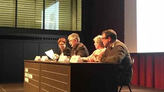 Mercè Garcia, directora de Comerç, Agustí Colom, regidor de Turisme, Comerç i Mercats, Patrícia Soler, l'autora, i Josep Fornés, director del Museu Etnològic