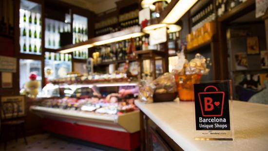 """Distintiu """"Barcelona Unique Shops"""" a una botiga de productes gourmet"""