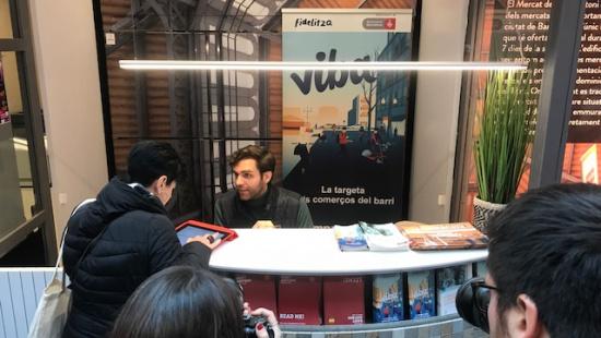 La targeta Viba s'ha estrenat també al mercat de fresc i als Encants de Sant Antoni