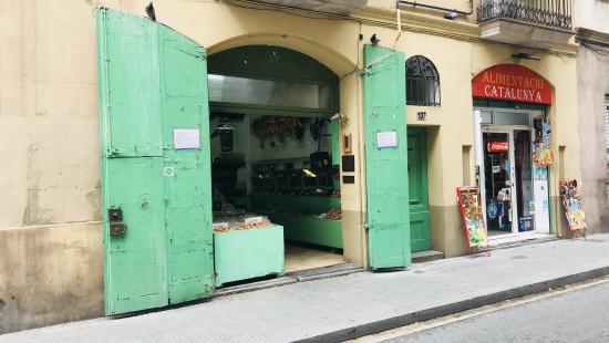 Commercial activity in Travessera de Gràcia Street