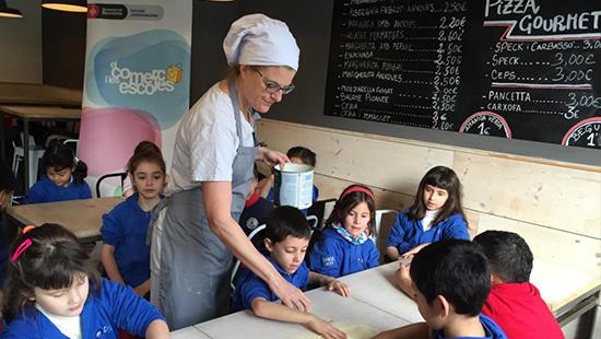 Favorecer el conocimiento de Barcelona mediante el comercio y a la vez educar para un consumo crítico y responsable entre los más pequeños
