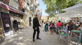 Opera performance in Horta neighbourhood (shops associated with the Cor d'Horta hub)