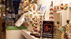 """Distintiu """"Unique Shops"""" a una de les botigues de Barcelona."""
