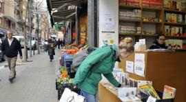 Els barcelonins consideren que la botiga de barri és el millor lloc per comprar