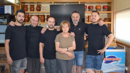 "Javi, Toni, Julio, Teresa, Manel y Jordi, and Teresa: the souls of the restaurant ""5Hermanos"""