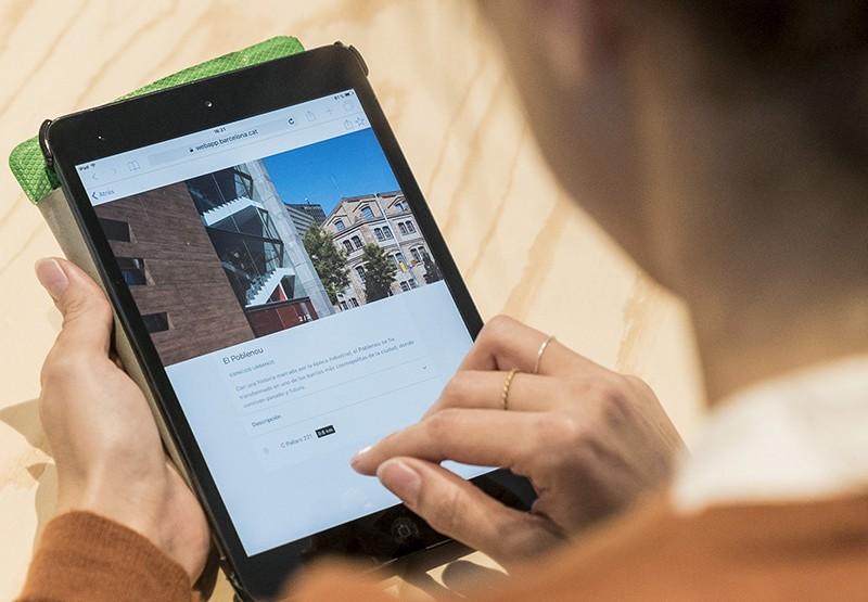 App progressiva de l'Ajuntament de Barcelona a una tauleta digital