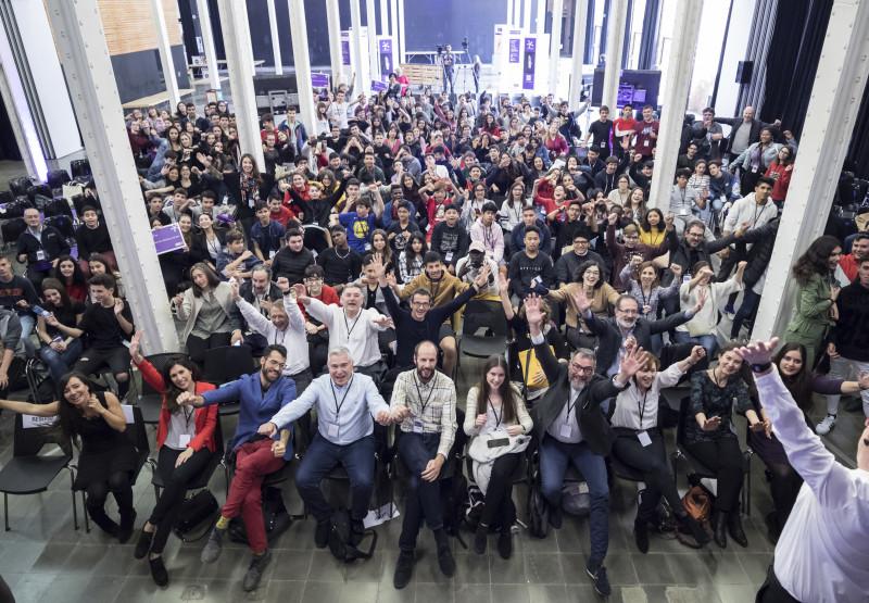 Foto de família de l'acte de lliurament dels premis del Repte Barcelona Dades Obertes 2019.