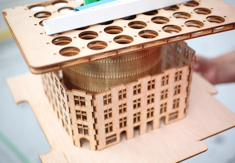 Maqueta d'un edifici produïda a l'Ateneu de Fabricació les Corts.