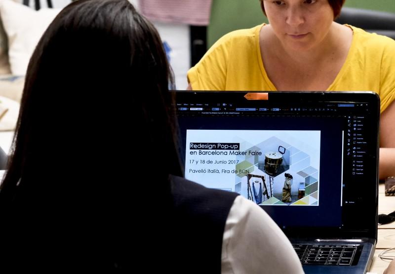 Dues dones treballant a TransfoLAB BCN.