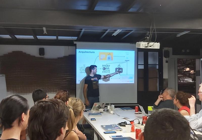"""Cuarto taller del piloto de DECODE """"Gobernanza de datos de ciencia ciudadana (IoT)""""."""