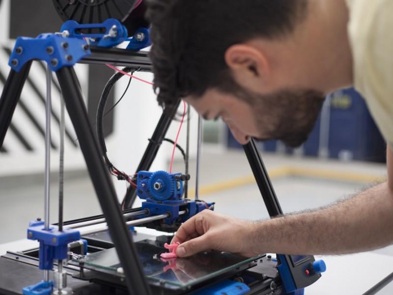 Impressora 3D a l'Ateneu de Fabricació les Corts.