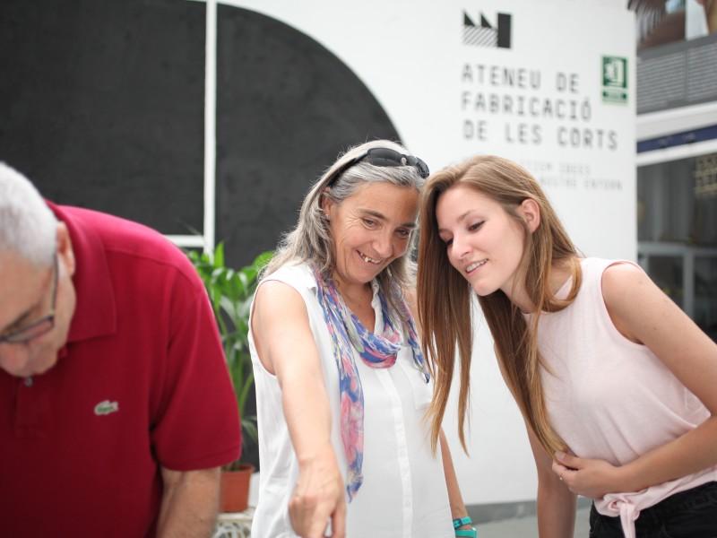 Ciutadans a l'Ateneu de Fabricació les Corts.
