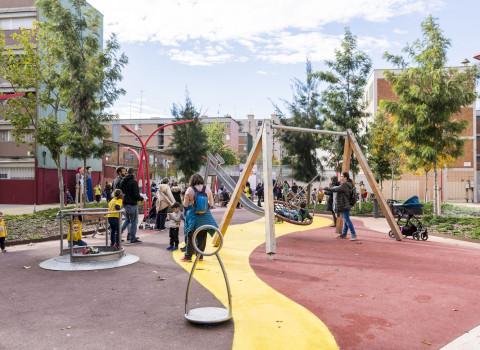Àrea de joc infantil als Jardins Dolors Canals de Barcelona.