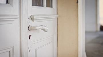 fotografía puerta cerrada
