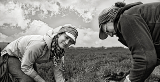 photography women working a field