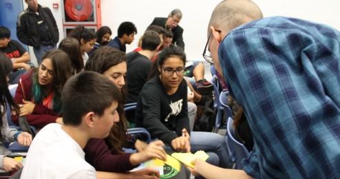 Educadores y educadoras en las escuelas: integrando la mirada social y educativa