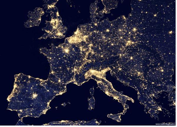 Europa de nit vista des de l'espai. Nasa Earth Observatory