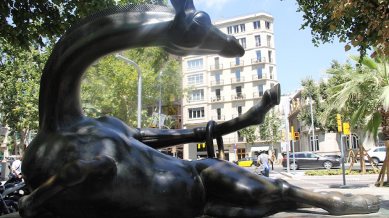 La girafa presumida, a la rambla de Catalunya