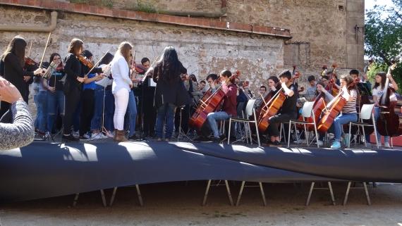 Concert Simfònica al costat de l'esglesia