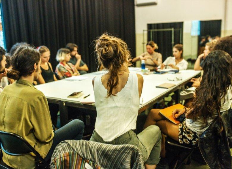 ... con actividades tanto para profesionales como de iniciación en  distintas disciplinas. La Sala Beckett Obrador Internacional de Dramatúrgia  ha inaugurado ... a75005f3695
