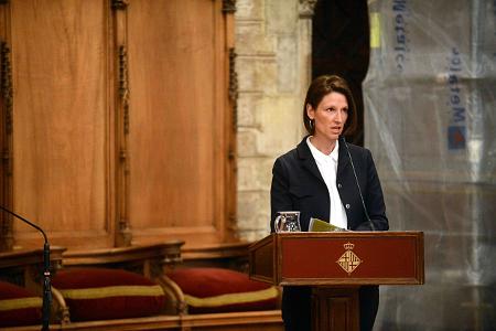 Catherine L'Ecuyer en el decurs de la seva conferència