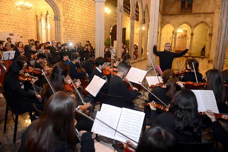 L'Orquestra Voces interpretant un dels temes