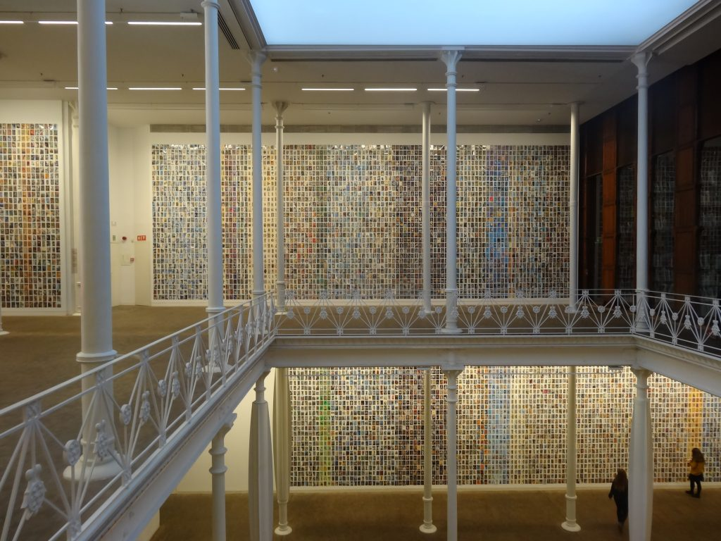 """Exposició """"Diumenge"""" (2017) de la Fundació Antoni Tàpies."""