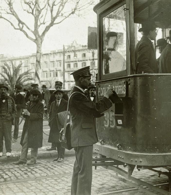 Sabies què? A Barcelona els tramvies portaven incorporades bústies de Correus…