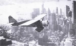 L'avió Lituanica sobre la ciutat de Nova York. Font: Lituanica Foundation.