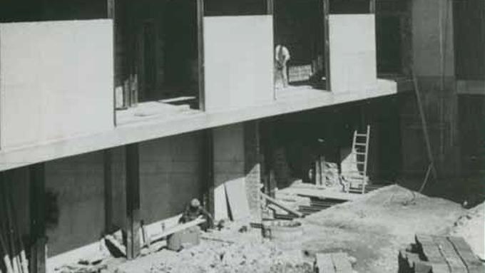 Col·locació de faristol commemoratiu al Dispensari Central Antituberculós
