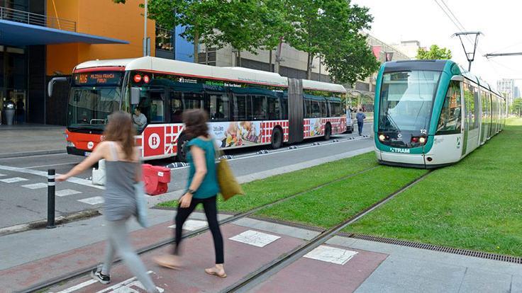 Pas de vianants, bus i tramvia