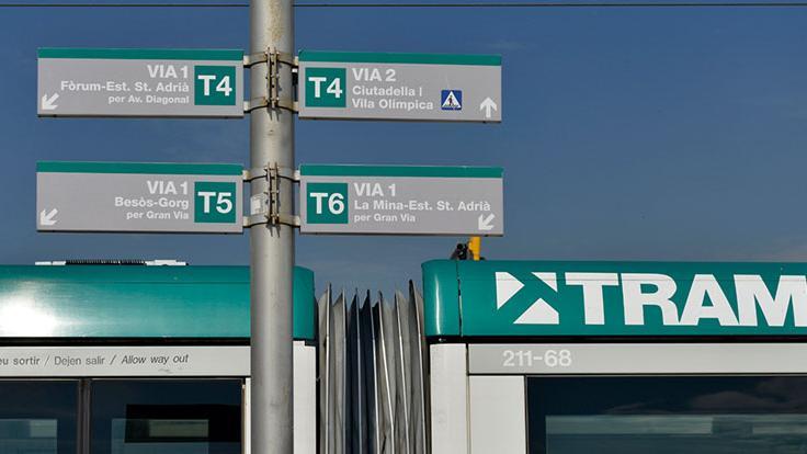 Cartell de senyalització de línies del Tram