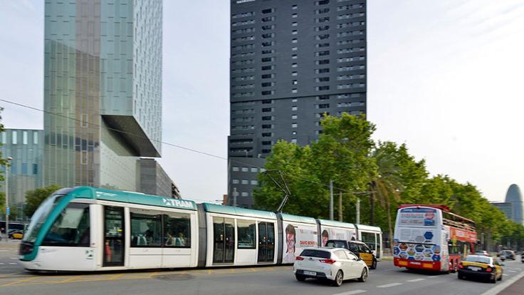 Tram circulant per l'avinguda Diagonal