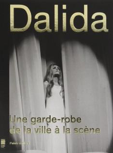 Dalida : une garde-robe de la ville à l'scène