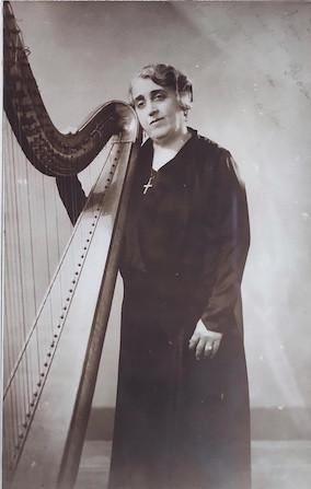 Dolores Sánchez, arpista