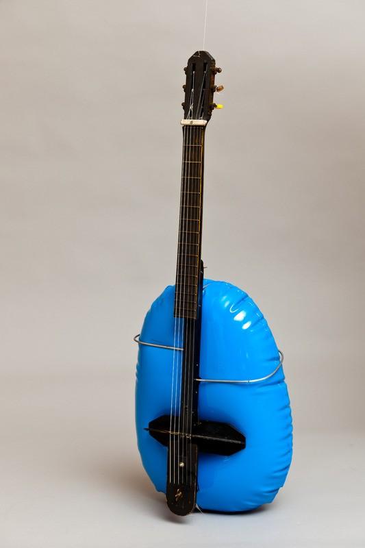Guitarra inflable, Baschet (Fotografia: Esther Fernández)