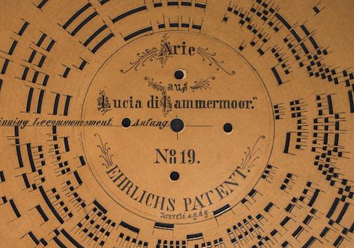 Disc perforat amb un tema de l'òpera Lucia di Lamermoor