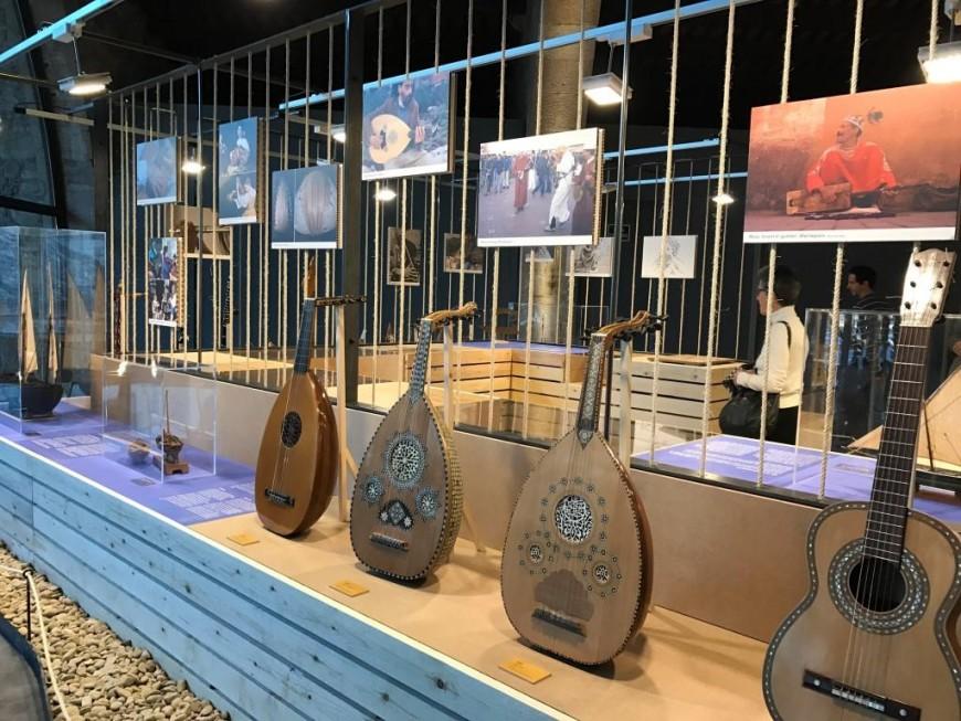 A la vora de la mar. Instruments musicals a la Mediterrània