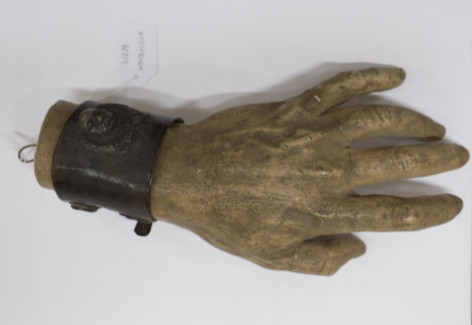 Escultura de la mà d'Enric Granados (Foto: Esther Fernández)