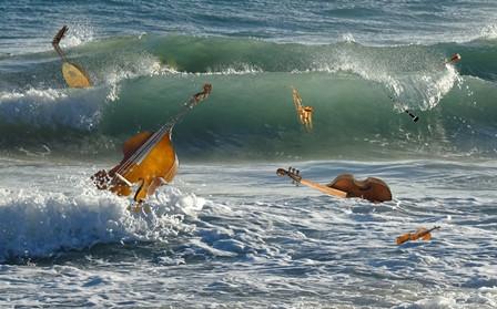 Tots els sons naveguen en la remor de la mar i, si m'hi fixo bé, puc entreveure enmig de les ones els instruments que li donen veu. (Foto: ©Oriol Rossinyol)