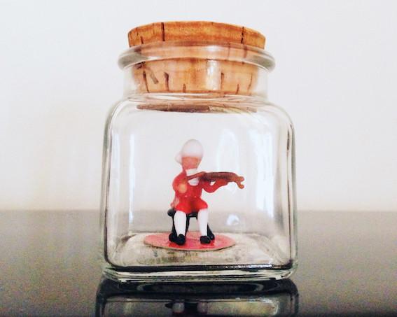 Violinista de vidre de Murano dins una ampolla (Foto: S. Guasteví)