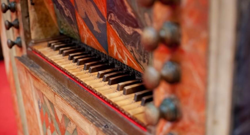 Detall del teclat de l'orgue Pérez Molero